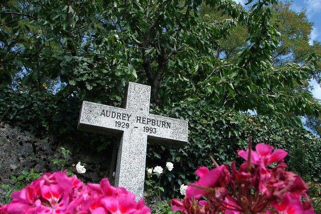 Lapide di Audrey Hepburn nel cimitero di Tolochenaz (Svizzera)