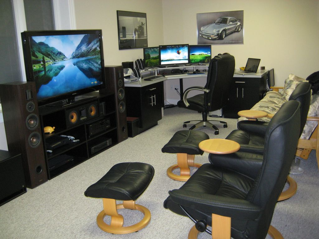 Comfortable computer room ideas at home stylish computer for Decorating ideas for computer room