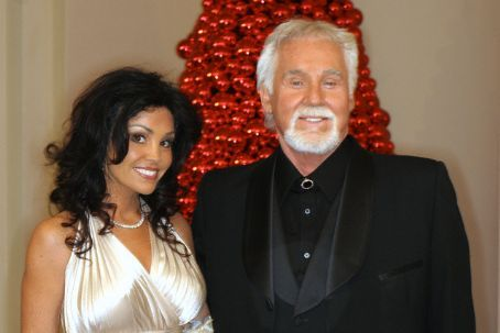 Kenny Rogers with young wife Wanda Miller - Saw Kenny ...
