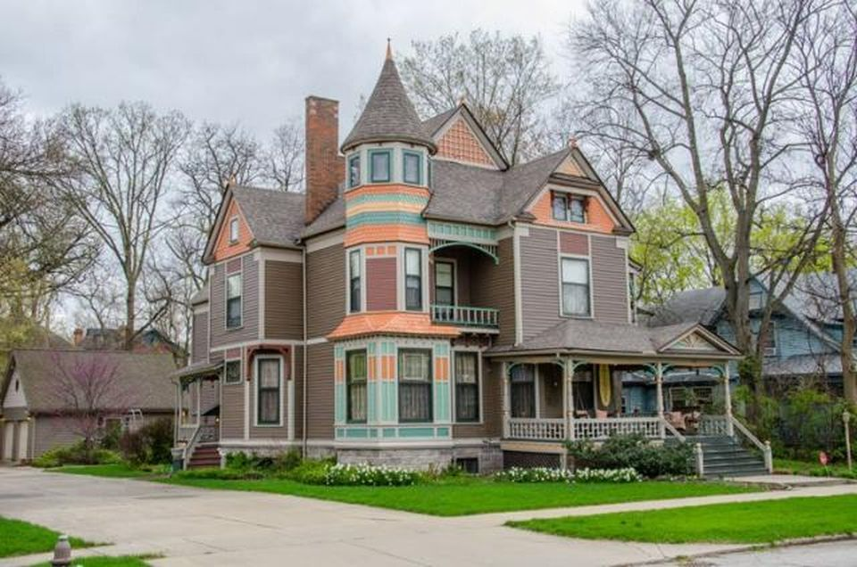 View 36 Photos Of This 7 Bed 6 0 Bath 7600 Sqft Single Family That Sold On 8 9 16 For 275 000 This Qu Victorian Home Decor Victorian Homes Old House Dreams