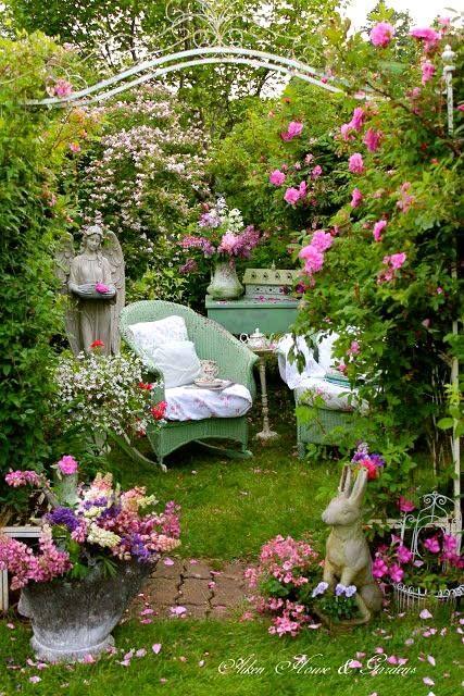 Petit coin de jardin petit jardin de ville pinterest - Petit jardin romantique tours ...
