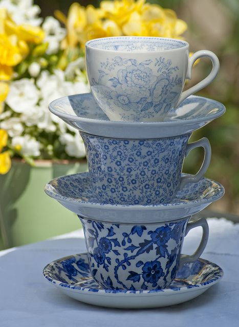 gemischtes burleigh tassen in blau blue felicity. Black Bedroom Furniture Sets. Home Design Ideas