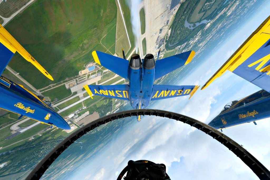 Pilot's view of Blue Angels/ upsidedown flying formation