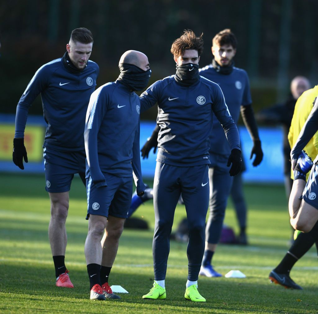 COMO, ITALY - DECEMBER 10:  Borja Valero (L) and Sime Vrsaljko of Internazionale in action during a training session at the club's training ground Suning Training Center in memory of Angelo Moratti at Appiano Gentile on December 10, 2018 in Como, Italy.  (Photo by Claudio Villa - Inter/Inter via Getty Images)