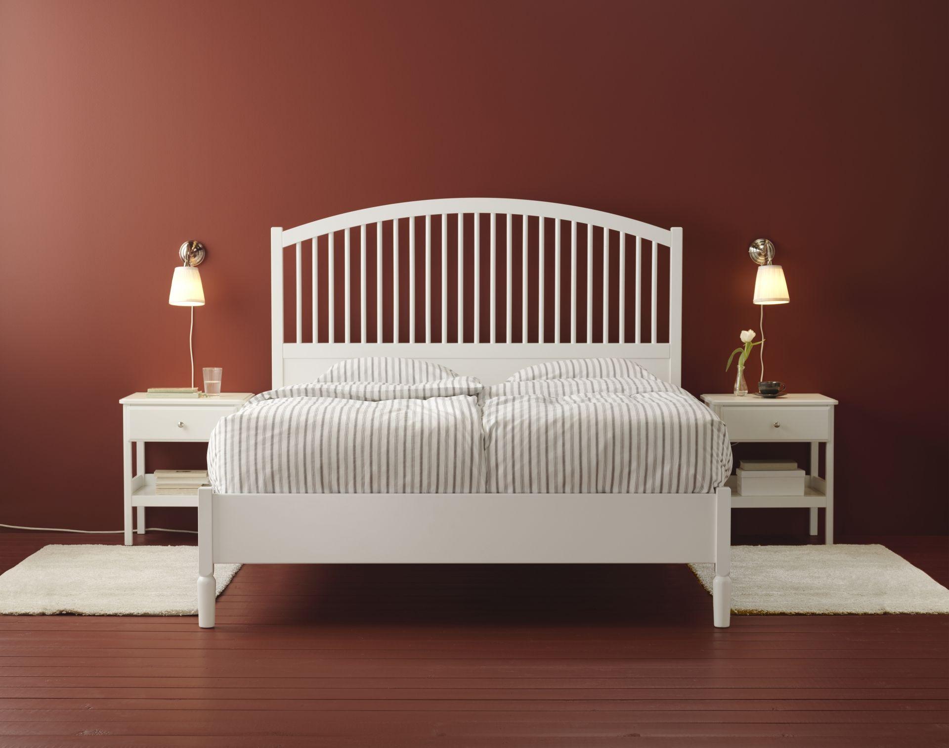 TYSSEDAL bedframe en nachtkastje