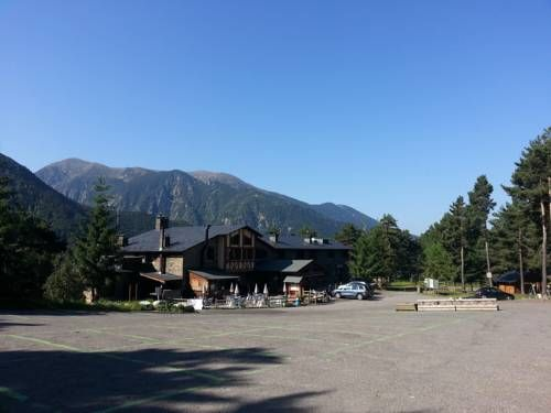 Hotel Camp del Serrat Escaldes-Engordany Hotel Camp del Serrat is located next to Lake Engolasters in Andorra, just 10 minutes' drive from Escaldes-Engordany. It has free Wi-Fi and a small farm with animals.