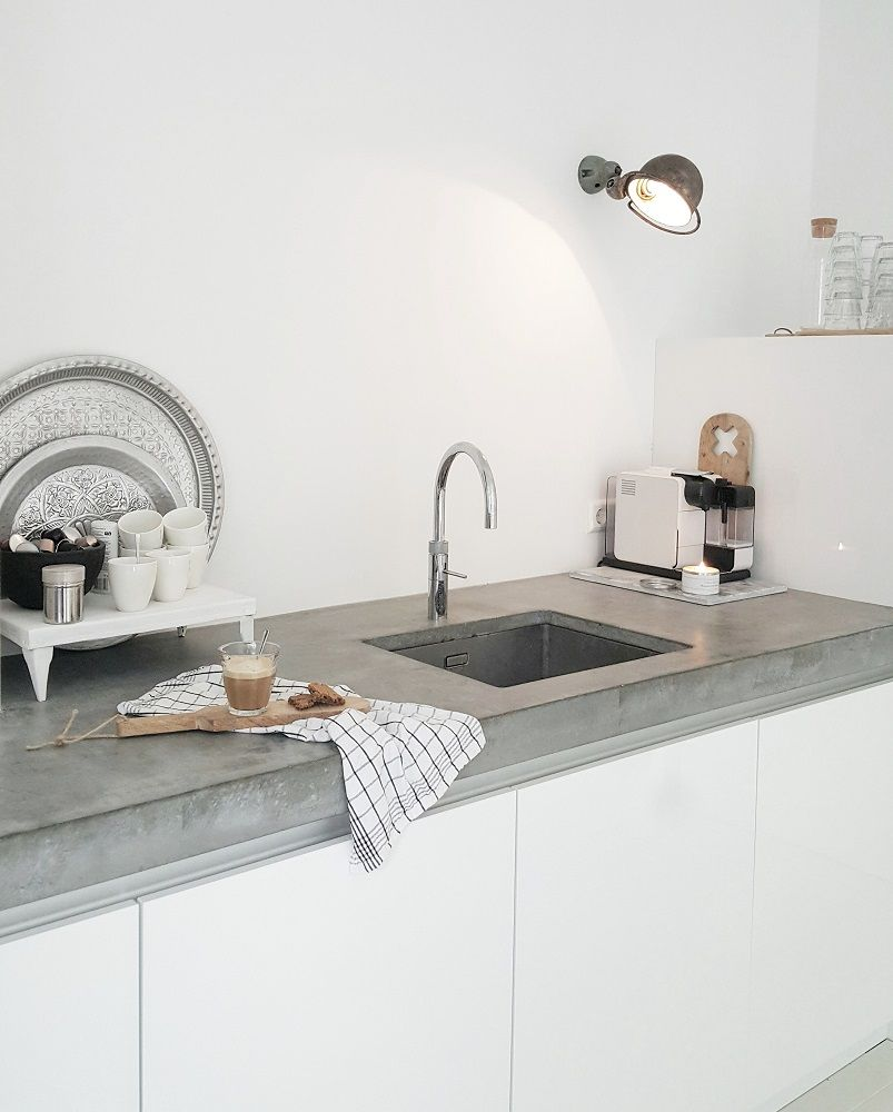 betongraue k chenplatte aus cire arbeitsplatten selber gie en in beton optik arbeitsplatten. Black Bedroom Furniture Sets. Home Design Ideas