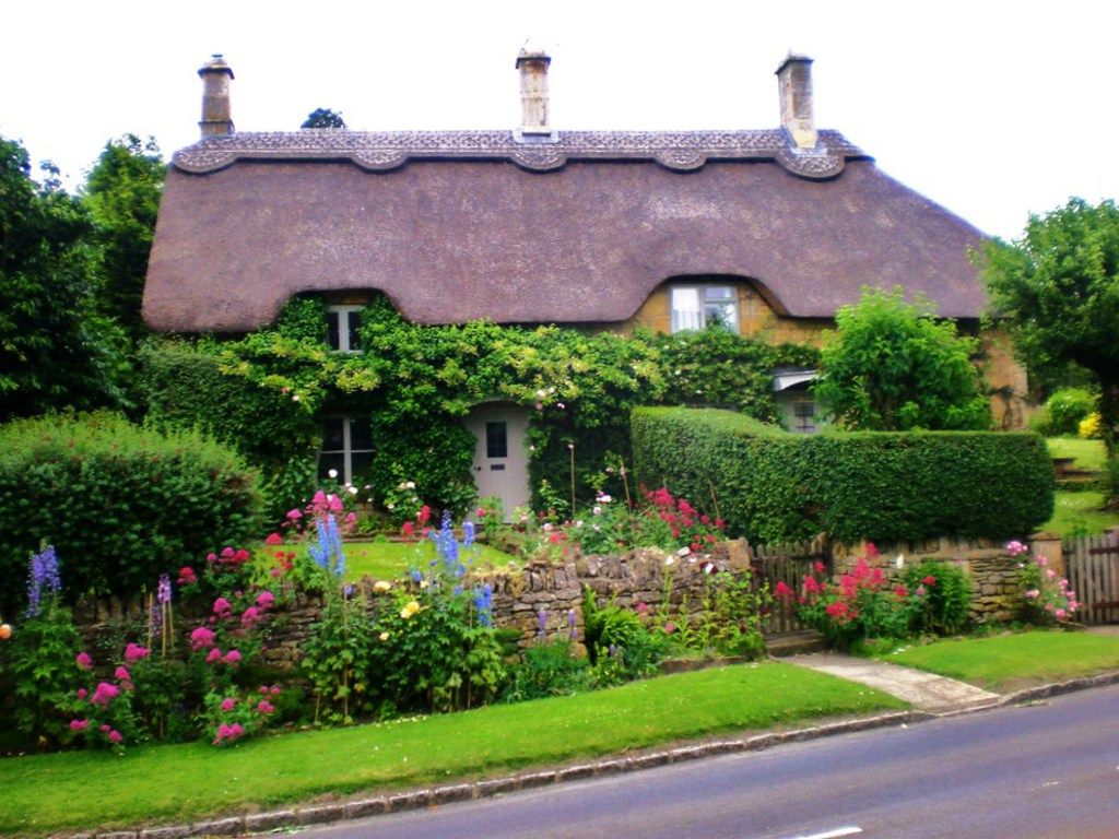 Beautiful Garden Unique Roof Line English Cottage English Country Cottages English Cottage Garden