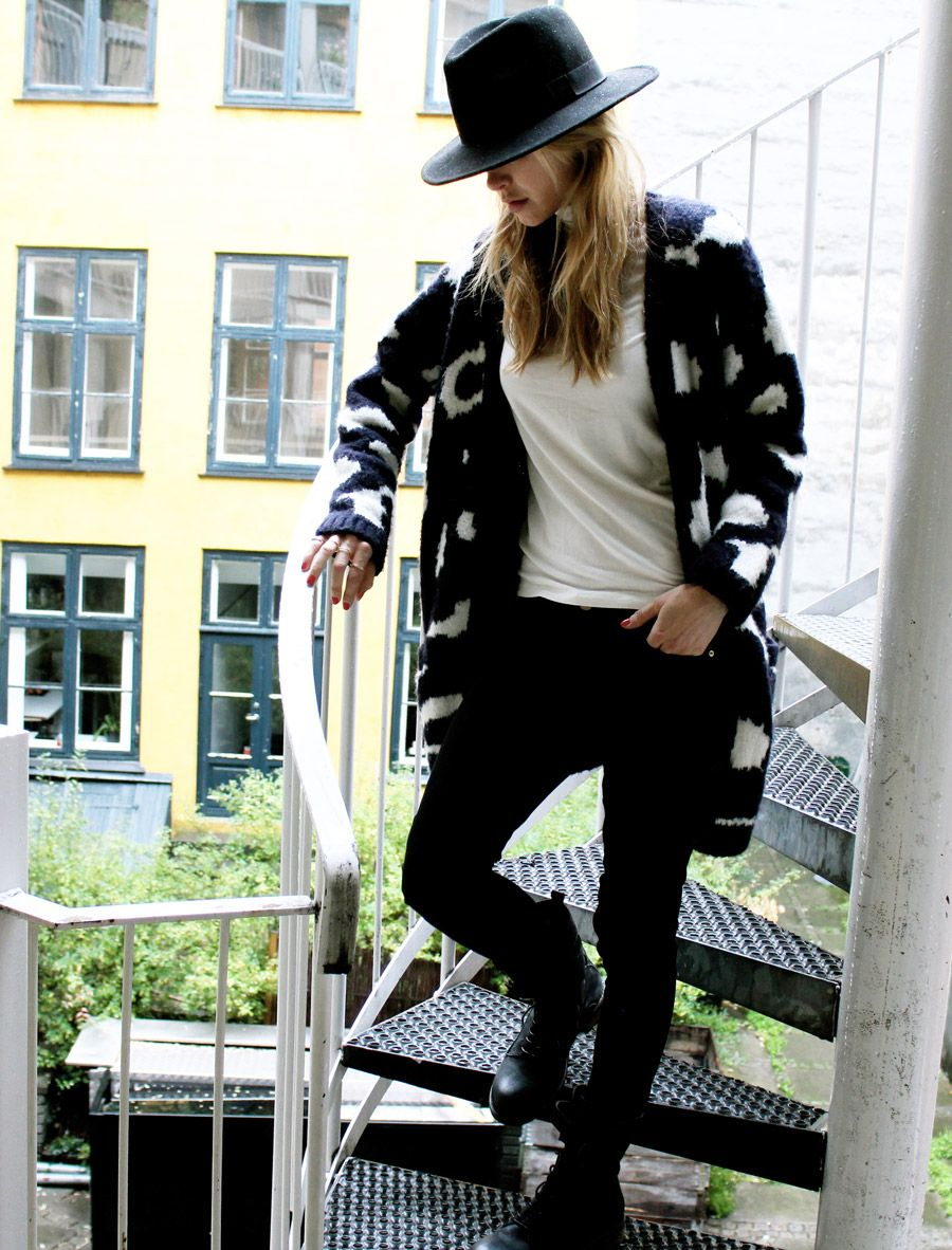 Pernille Teisbaek | Hat (H&M). Cardigan (Gestuz). Turtleneck (& Other Stories). Jeans (Frame). Boots (Gestuz).