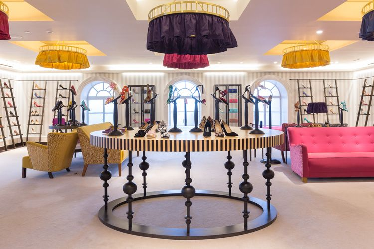 2-manolo-blahnik-boutique-at-harrods-shoe-heaven-london