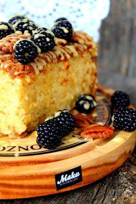 Jahas. Tässä taas sellainen resepti, että sijoittuu kärkisijoille, mitä kakkuihin tulee. Ihanan kostea ja mehevä- helppotekoinen kakku. ...
