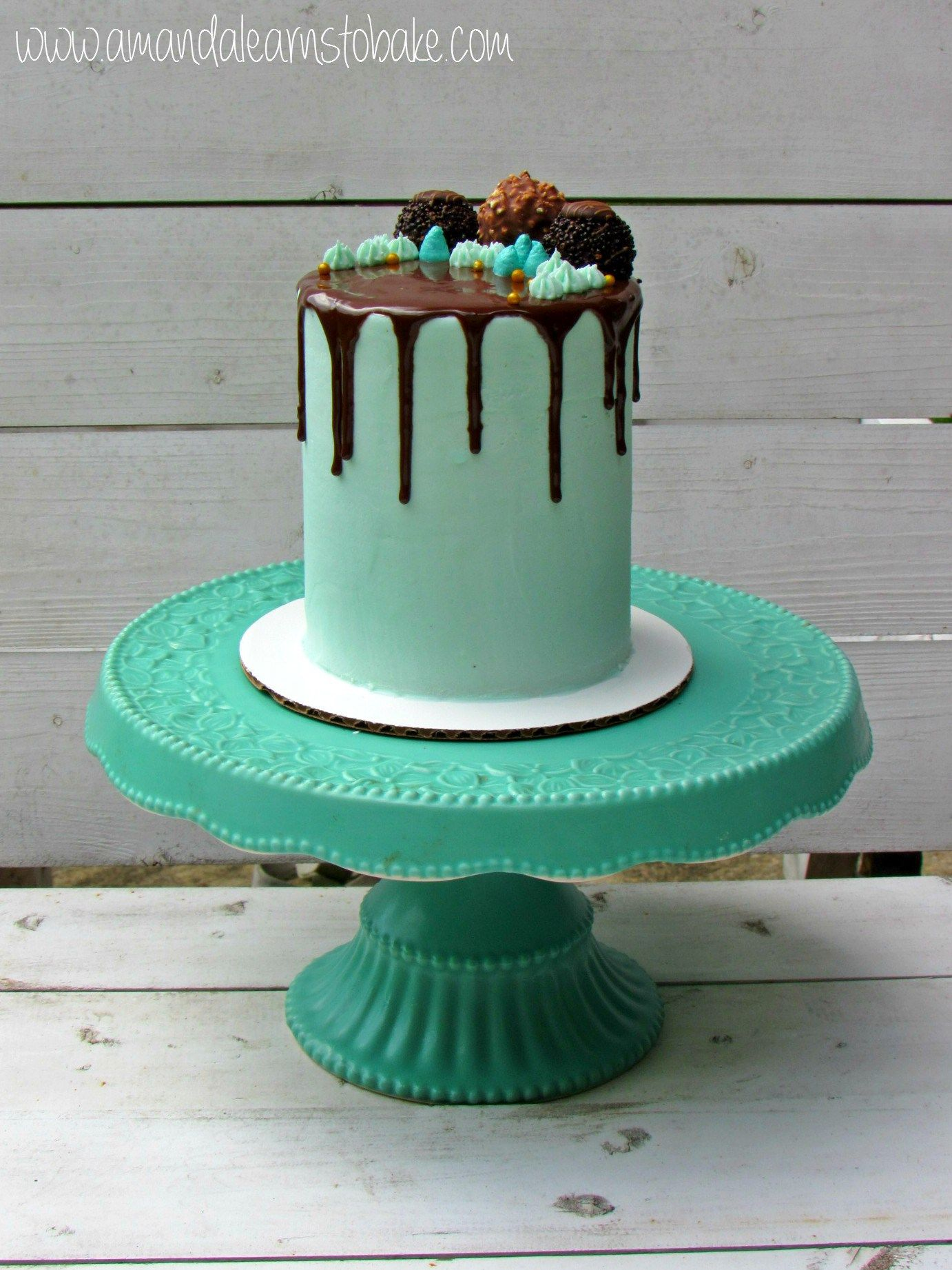 Simple drip cake white background Yummy recipes pt Pinterest