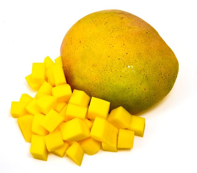 100 Calories Mango You Can Eat A Full Cup Of Fresh Yummy Mango For About 100 Calories 100 Calorie Snacks No Calorie Snacks Mango Calories