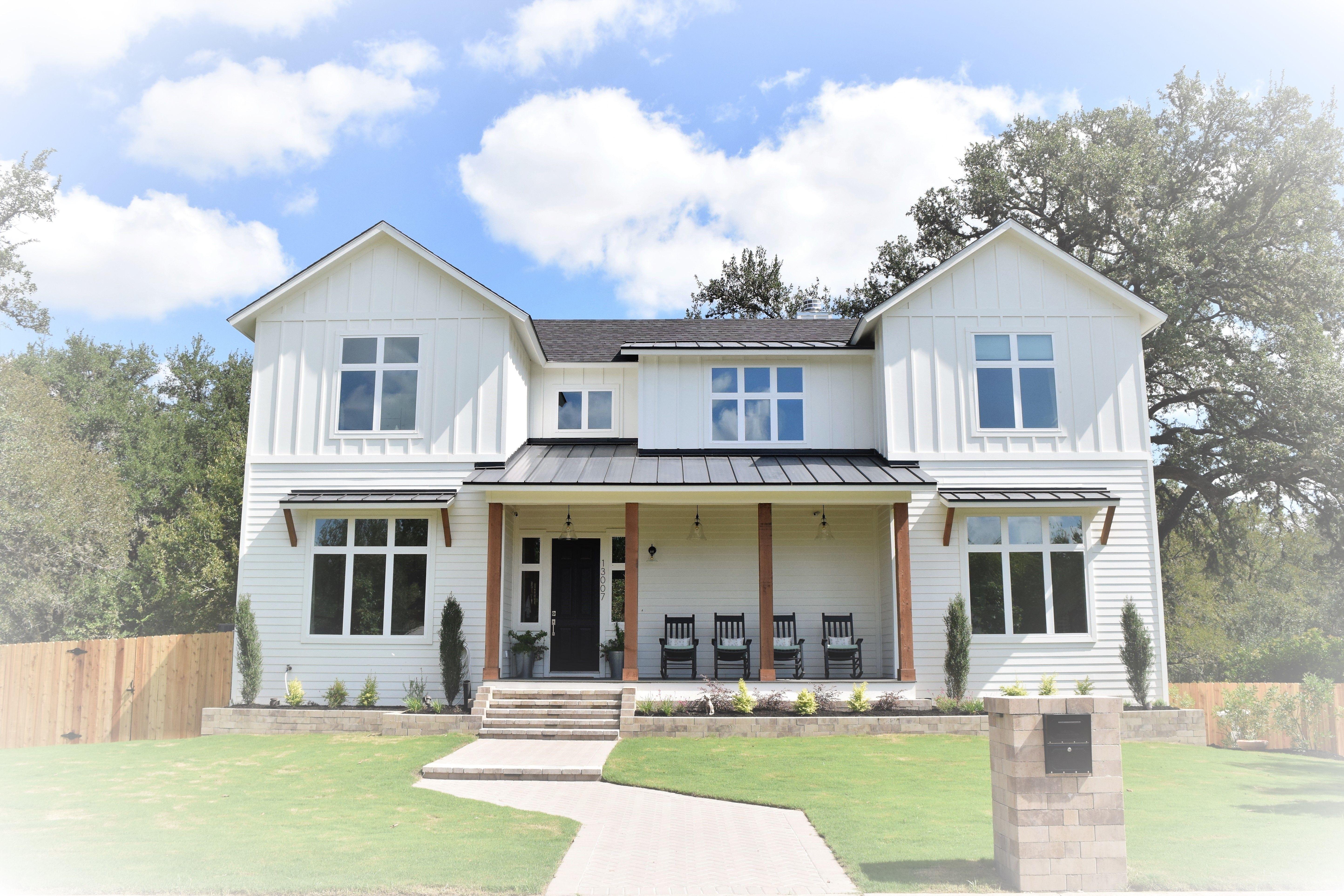 Best Modern Farmhouse Exterior Simply White Siding Black 400 x 300