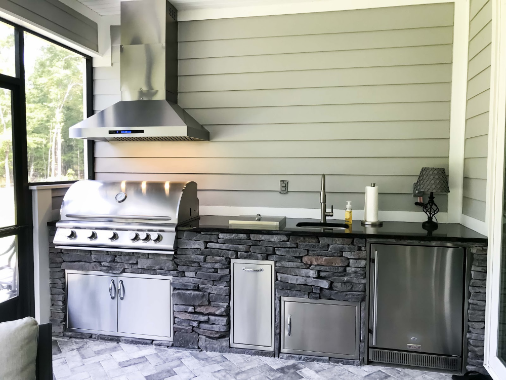 6 Outdoor Kitchen Bar Ideas Just In Time For Warm Weather Outdoor Kitchen Bars Outdoor Living Areas Home Interior Design
