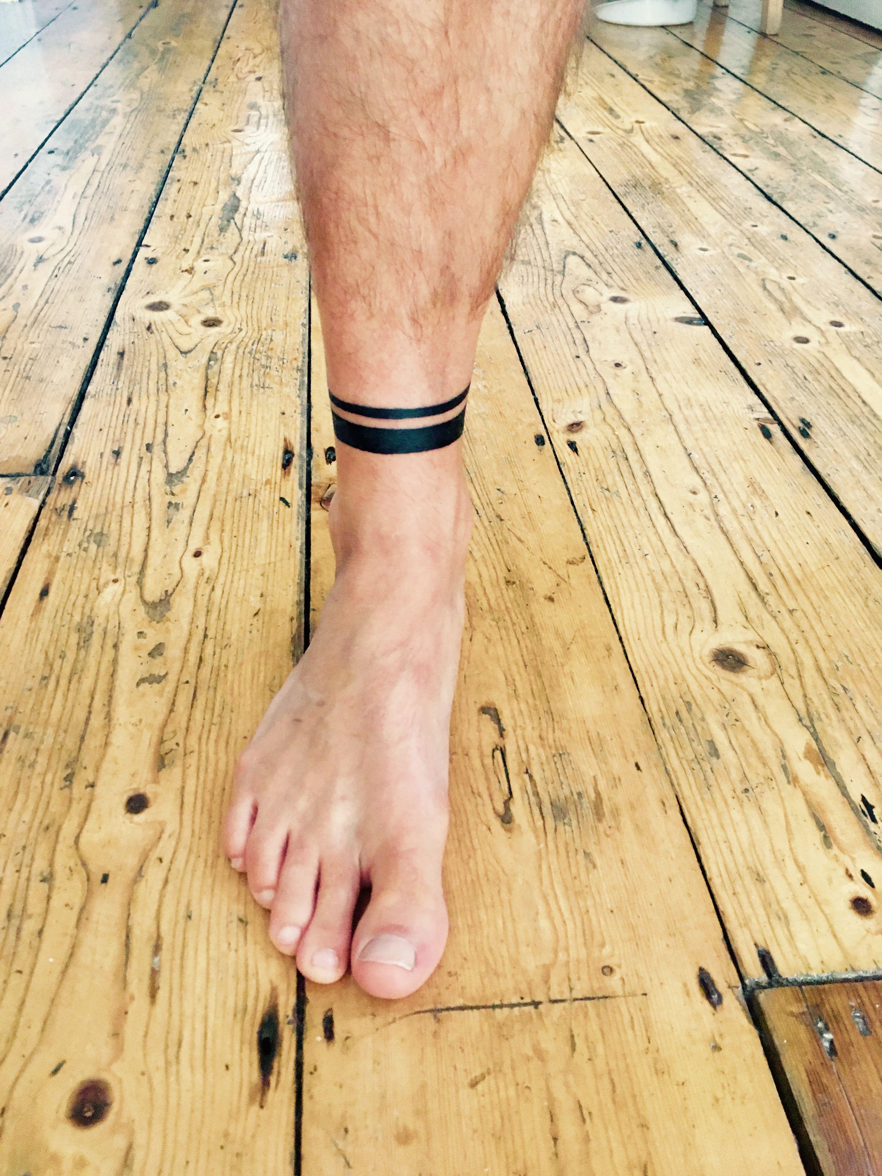 Ankle Bracelet Tattoo Black Bands Com Imagens Tatuagens Na Perna Masculinas Tatuagens No Pe Tatuagem De Banda