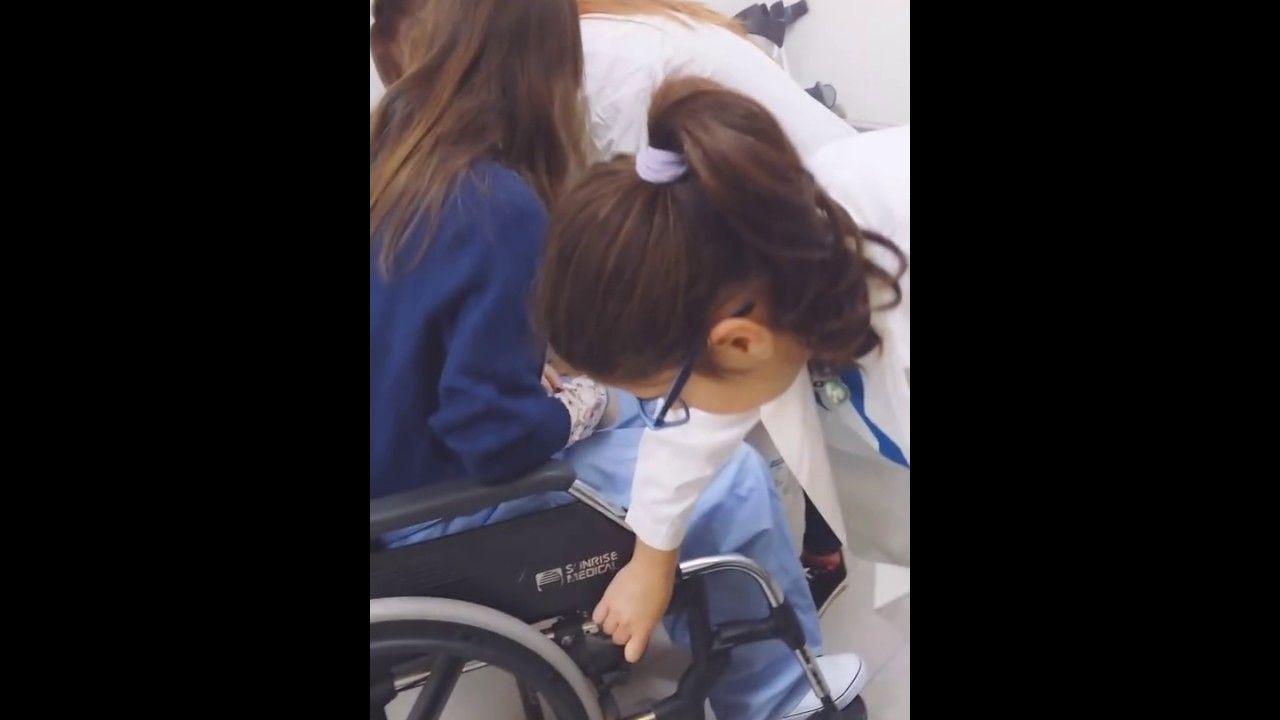 37. Pasar al usuario de la silla de ruedas al vater con ayudas tecnicas