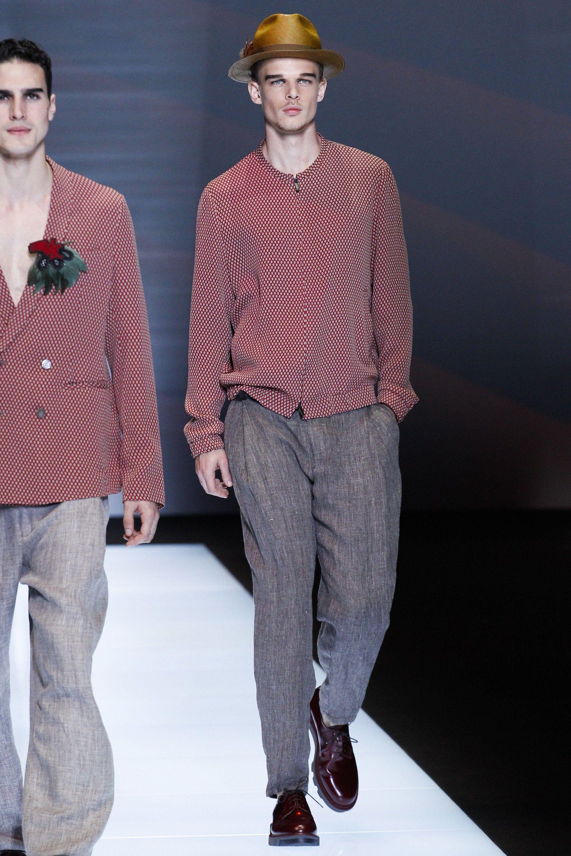 17865431e5 See the complete Emporio Armani Spring 2017 Menswear collection.