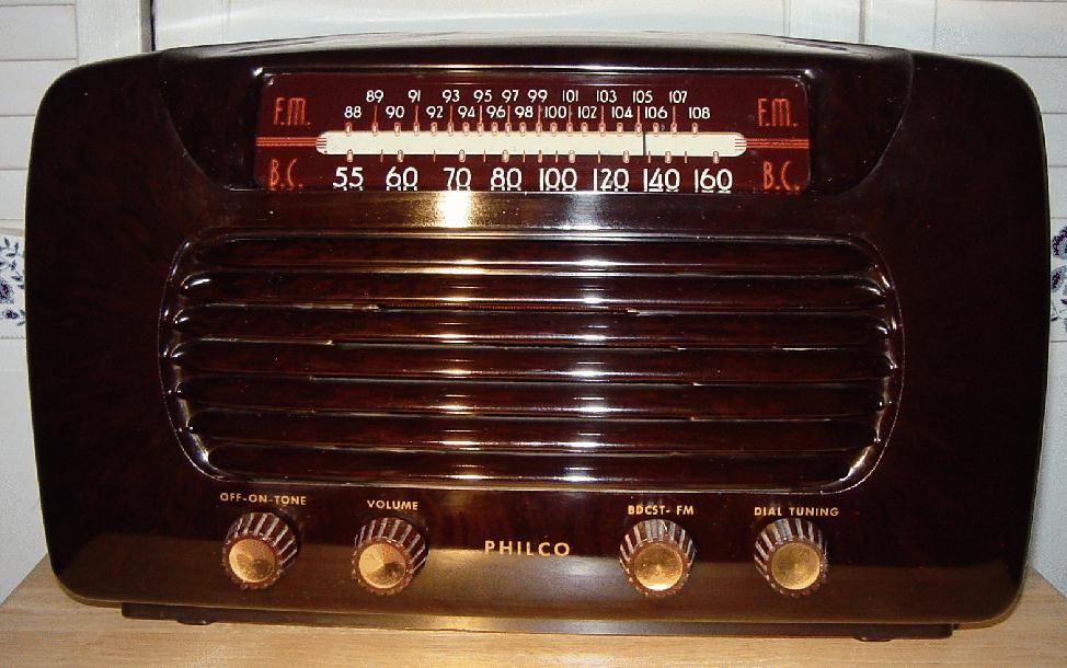 Philco 48 472 Bakelite AM FM Table Radio 1948