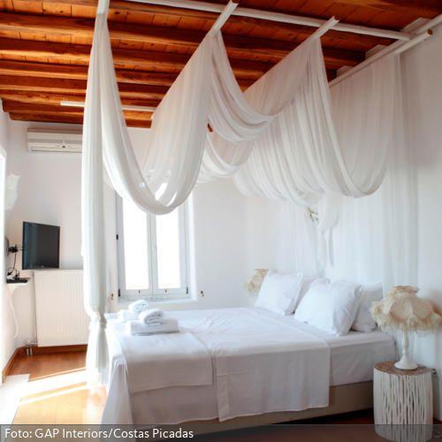 Himmelbett mit wallendem Baldachin Bedrooms, Condo bedroom and Room