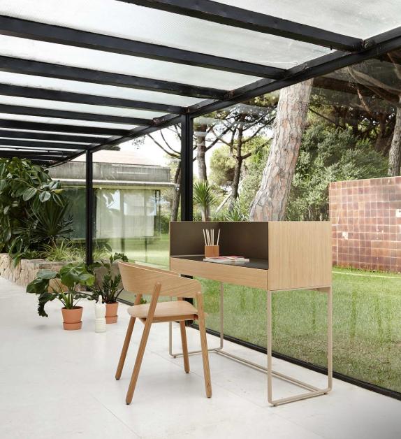 Schön Exklusiver Design Schreibtisch Mit Metallarbeitsplatte. #inspiration  #furniture #interiordesign #einrichten #möbel
