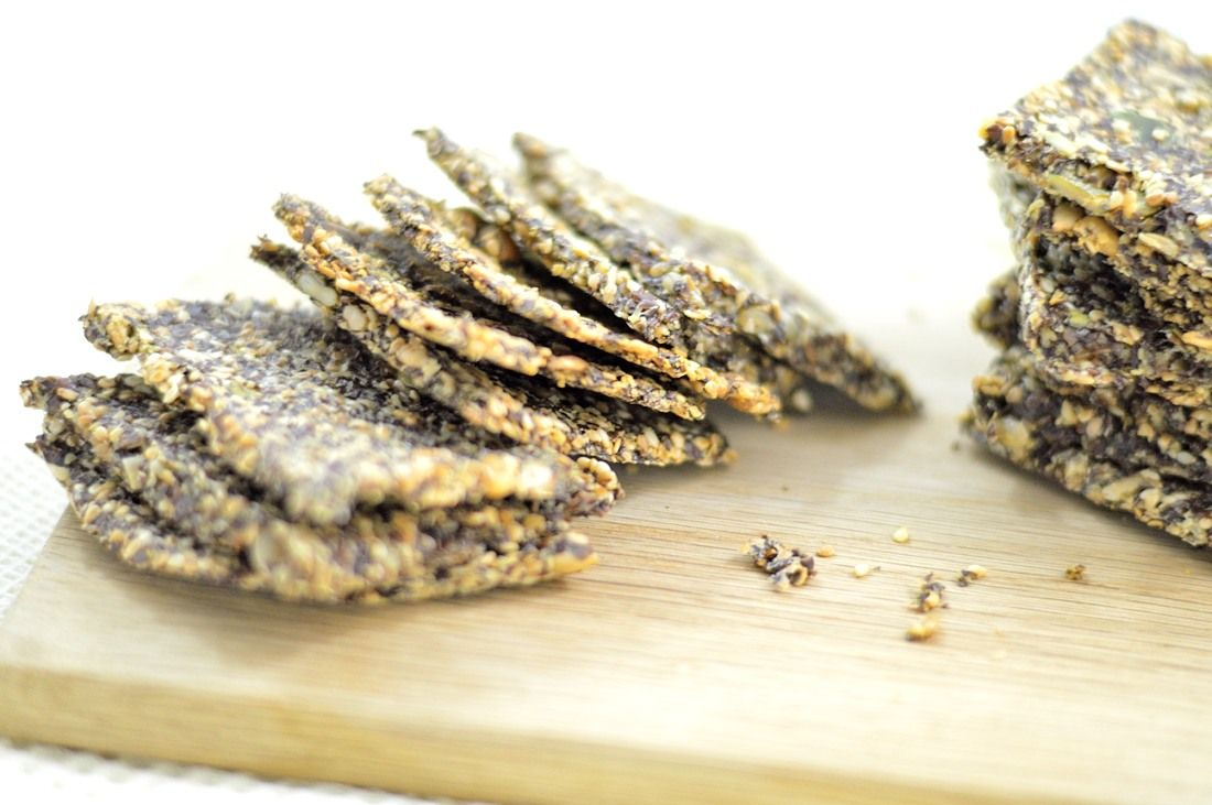 flax crackers with thyme