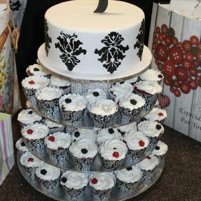 #love #damascus cake # khethiwe cakes #cakedecorating in SOWETO ,South Africa .