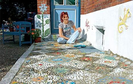mosaik kunst im garten zuk nftige projekte pinterest garten mosaik und basteln. Black Bedroom Furniture Sets. Home Design Ideas