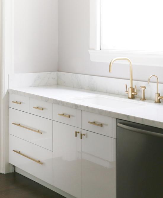 Gullspraye dørhåndtak på kjøkkenet?