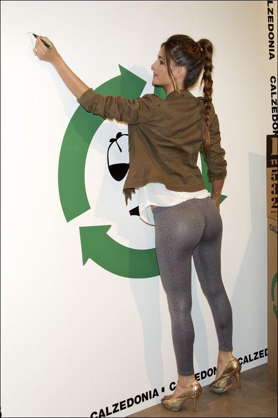 Side booty profile   Girls In Yoga Pants
