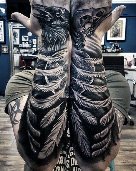 Tatuaż Kruk Na Rękach Grafa Tatuaże Męskie Tatuaże Na