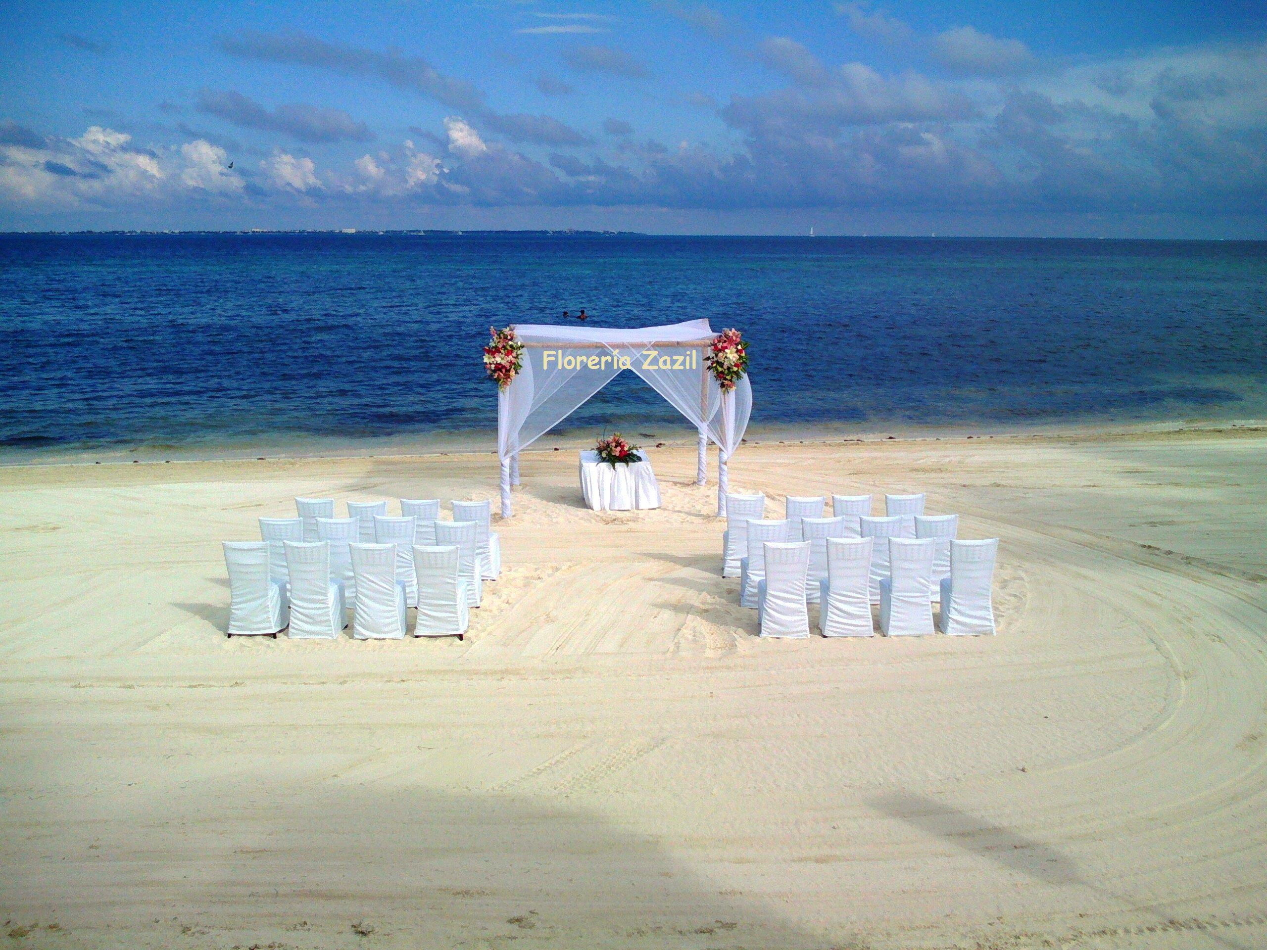 Gazebo decor #Cancunweddingflowers #Beachwedding #Rivieramayawedding #floreriazazil