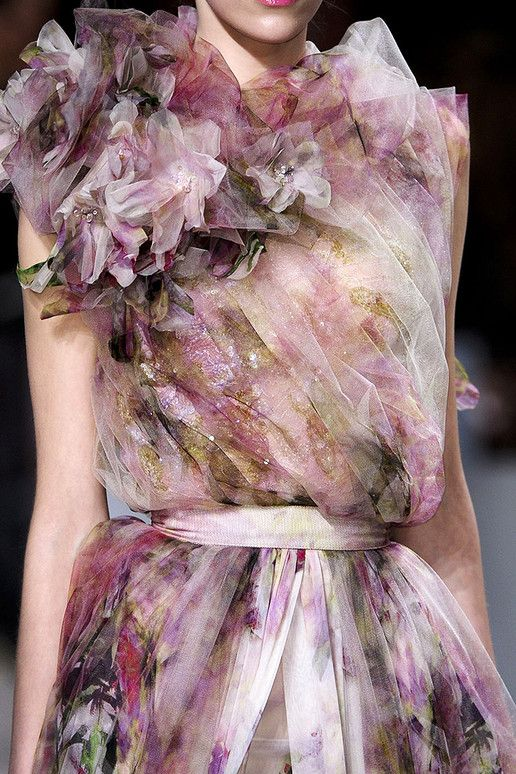 Ellie Saab spring 2011 what a fashion statement ! I <3