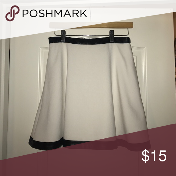 White skater skirt Banana Republic - faux leather-lined, white skater skirt. Banana Republic Skirts Circle & Skater