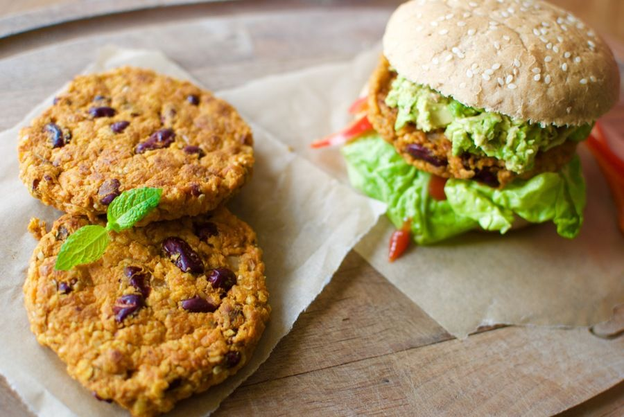 Spicy veggie burgers with sweet potato and kidney beans