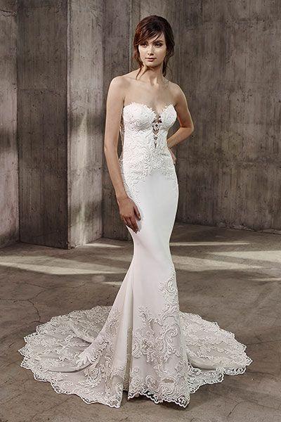 Wedding gown by Belle Badgley Mischka.