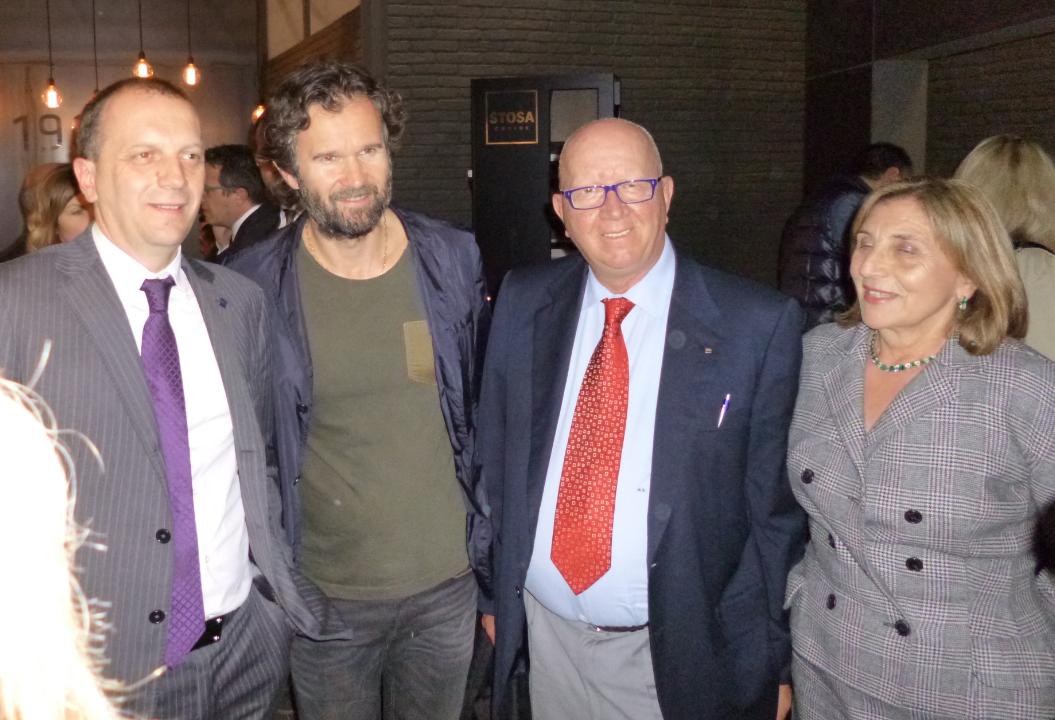 Un ospite d'eccezione allo stand Stosa Cucine al Salone del Mobile 2014: lo chef stellato Carlo Cracco, calorosamente accolto dal Presidente Maurizio Sani.