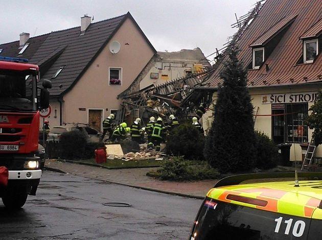Výbuch otřásl rodinným domem v Kladně nejméně jeden člověk je zraněný - denik.cz