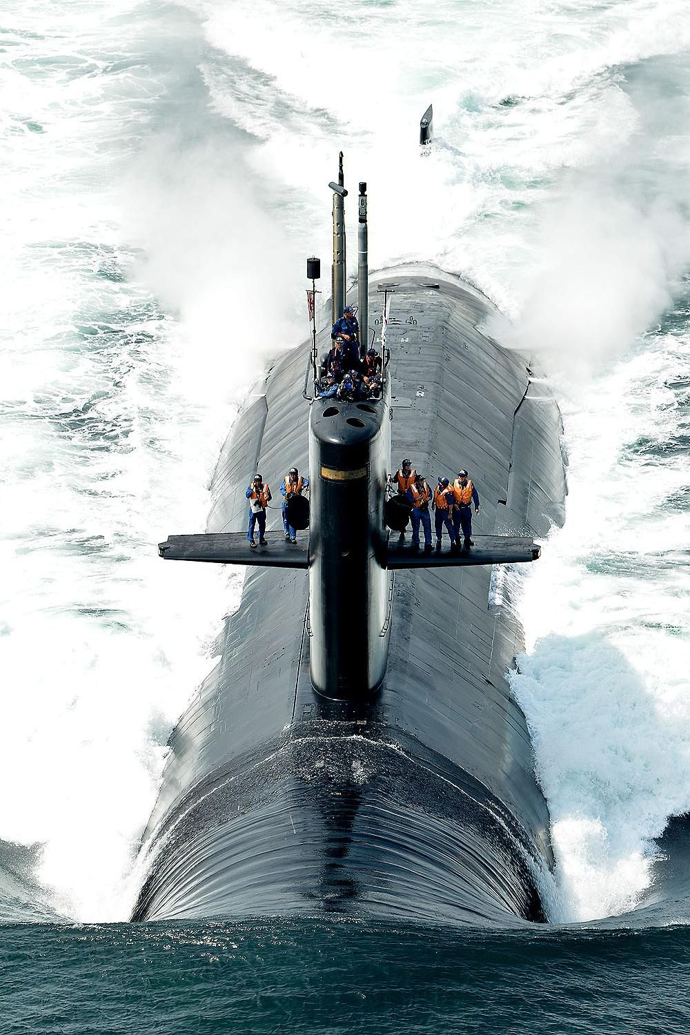Nuclear submarine on Pinterest | Submarines, Russian ...