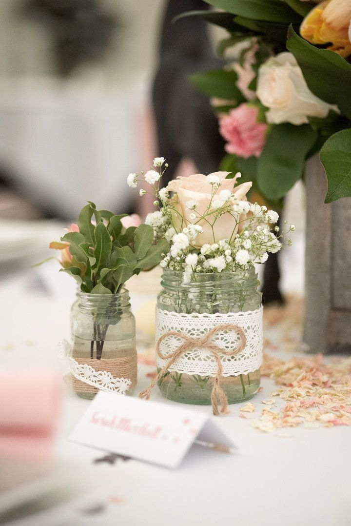 Baby's breath in Mason jar decorated wedding reception table | greenery wedding colour for wedding reception #weddingcenterpieces #pantone #greenery