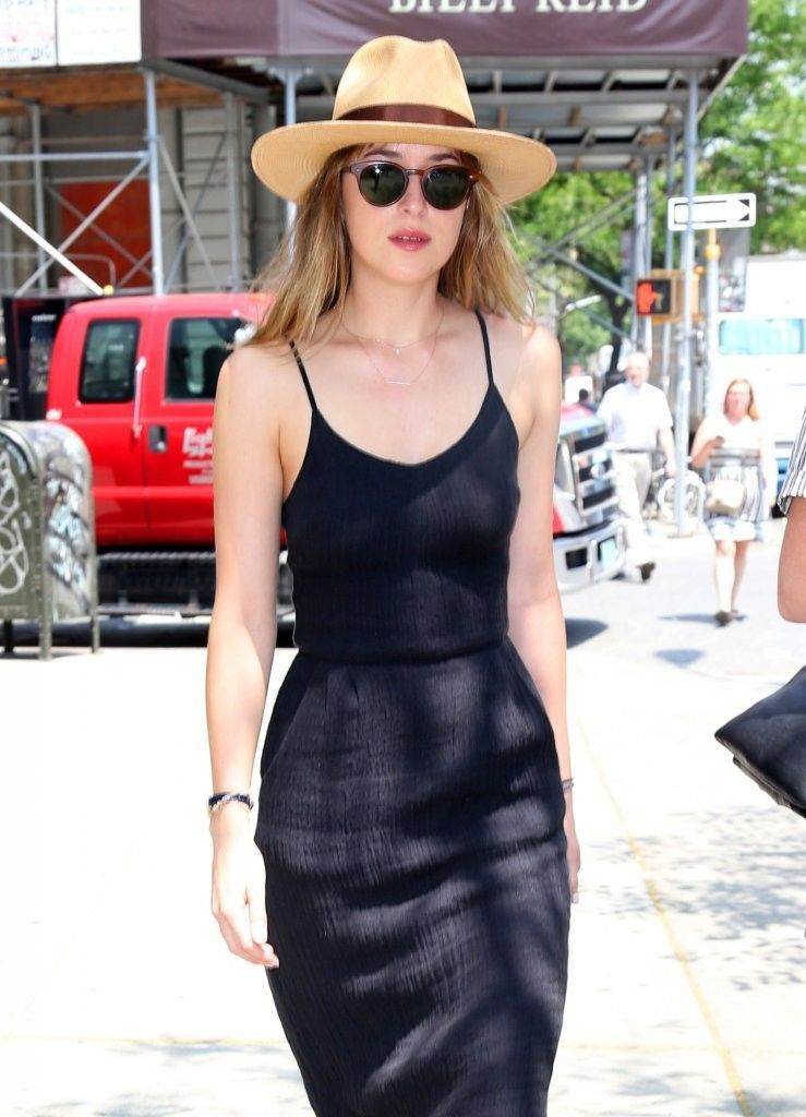 Look of the Day: Dakota Johnsons Midi Dress