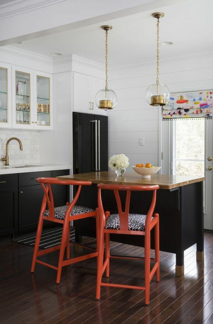moderne küchen weiß schwarzes küchendesign mit orangen akzenten - wohnzimmer rot grau beige
