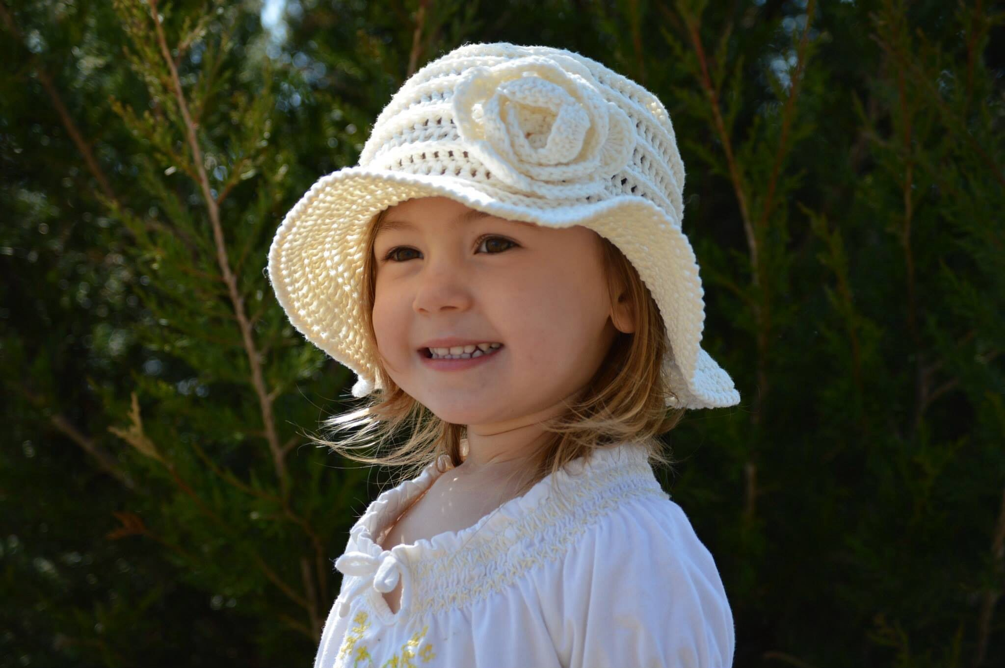 Flapper floppy sun hat. Variation of free pattern here: http://www ...