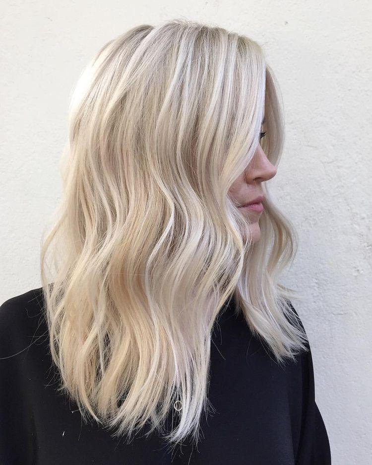 Platinum Blonde Hair Shoulder Length Hairstyles Cool Blonde Hair Hair Styles Bright Blonde Hair