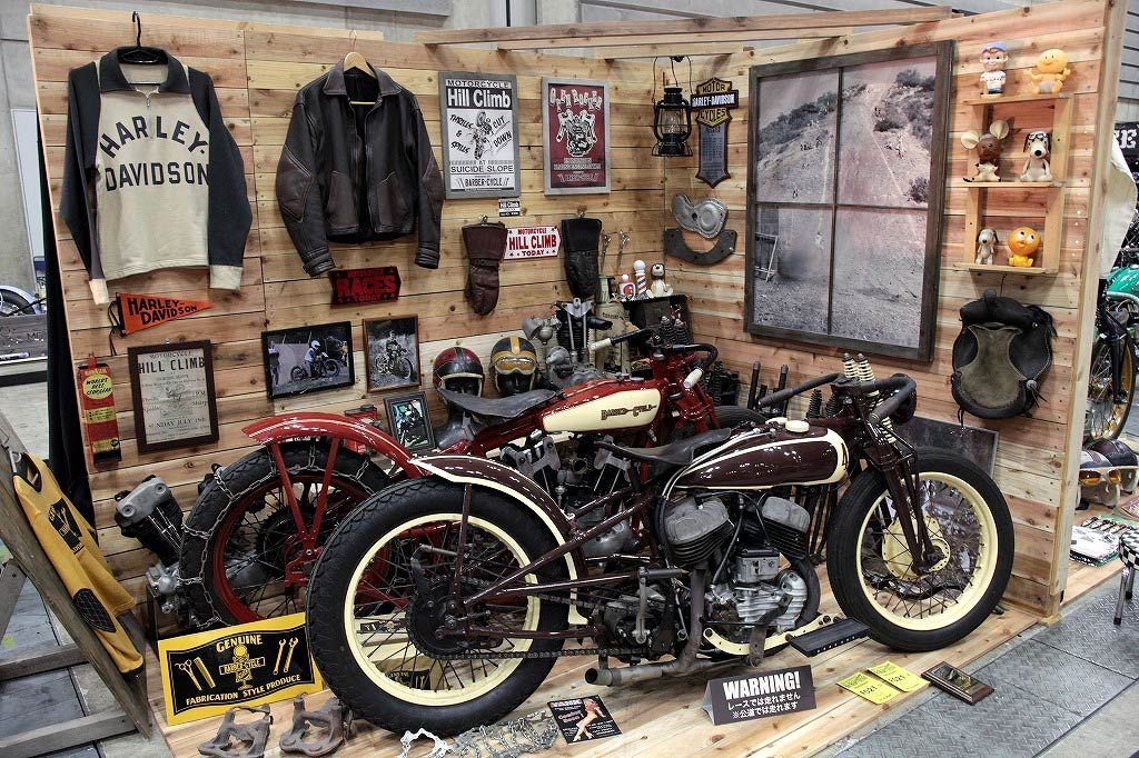 Old Harleys In A Display Cool Motorcycles Pinterest