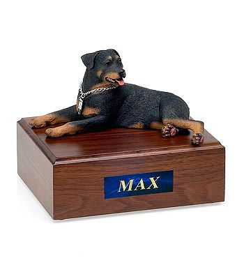 Rottweiler: Traditional Edition Pet Figurine Urn - Angel Ashes
