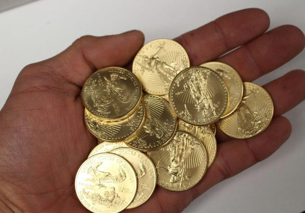 Nothing Like Holding 26000 Of Gold In 1 Hand Moneymetals Goldcoins Gold Coins For Sale 1 Oz Gold Coin Gold Coins