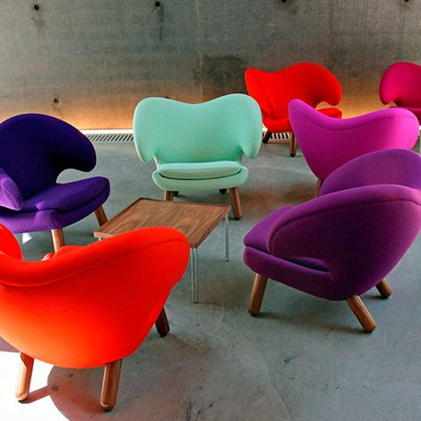 Pelican Chairs In Bright Colors Farbige Esszimmerstuhle Helle Mobel Stuhl Design