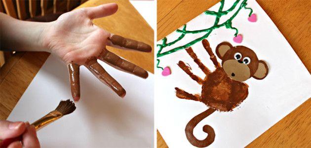 mono con la huella de la mano