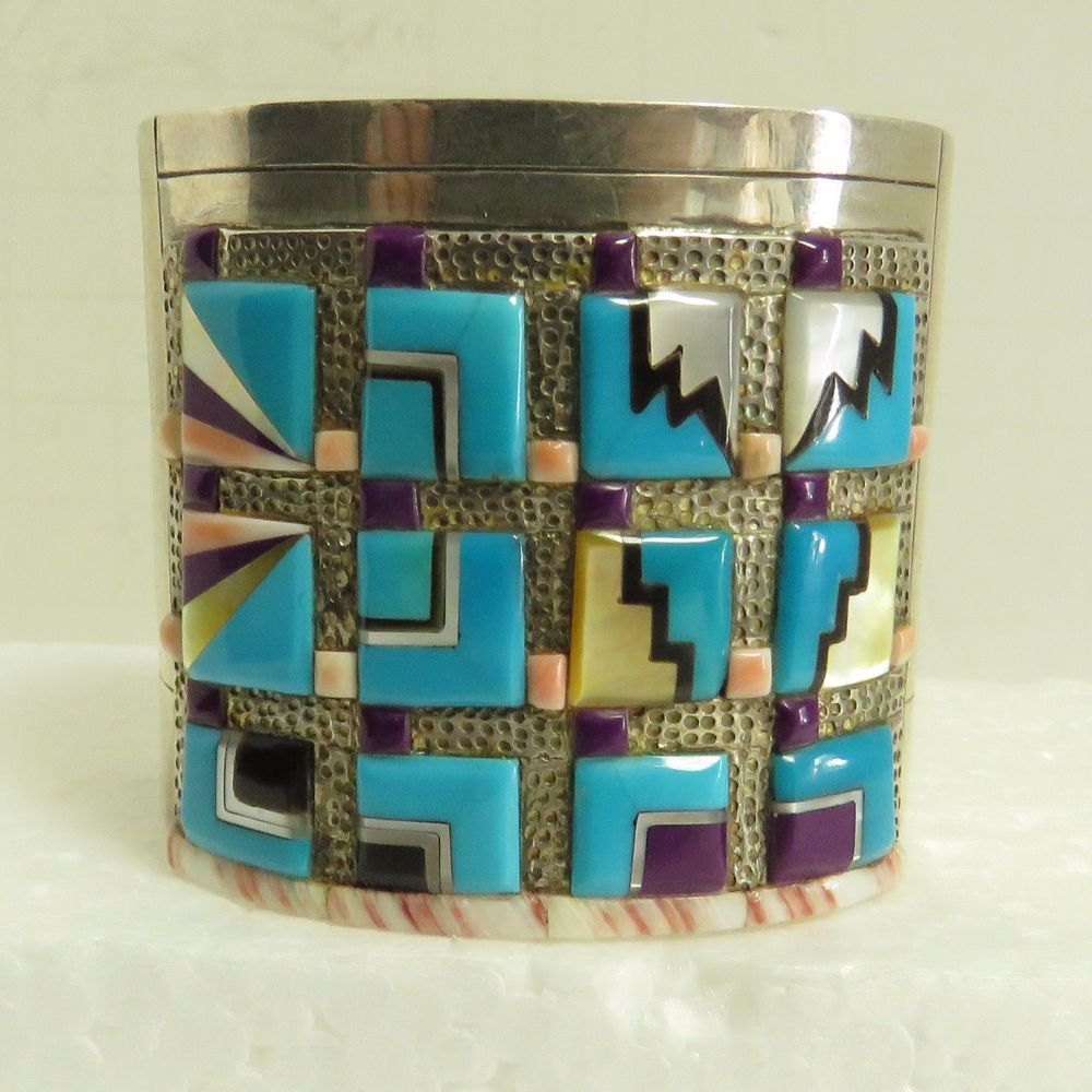 The cuff bracelet is in good condition make us a favorite we do